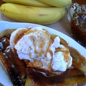Grilled Bananas with Ice Cream and Caramel Sauce