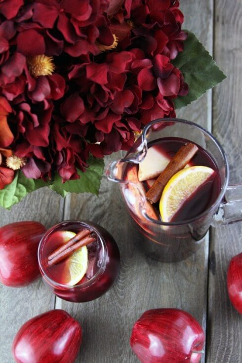 Over 40 of the best fall drink recipes with ciders, cocoas,lattes, cocktails and more! Cant's wait to try these this year!