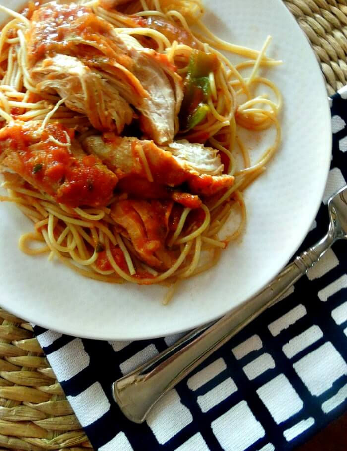 An easy summer crockpot recipe - Slow cooker chicken cacciatore it's rich and loaded with flavor!