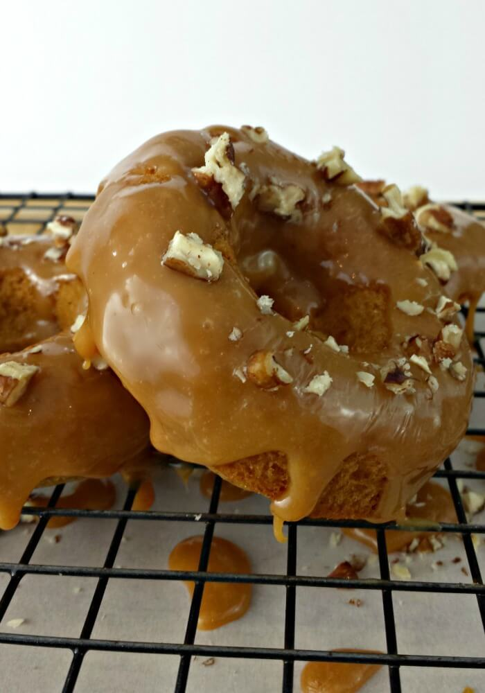 Baked Apple Doughnuts with Caramel Walnut Glaze, I must have some now!