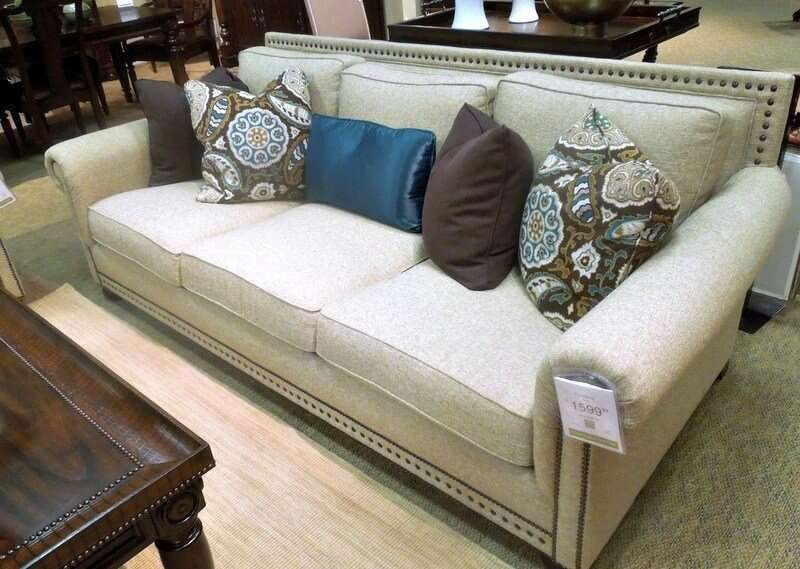 Love this great sofa to update my home - #havertysrefresh #decor