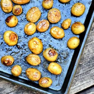 Potatoes without salt...What????? I can't believe what she replaced the salt with and they are so good! #tablethesalt