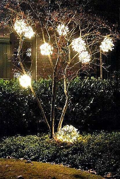 DIY Outdoor Christmas Ornaments Made From Chicken Wire And A Strand Of  Lights. We Made