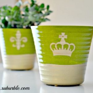 A quick crafty way to dress up a boring flower pot - Gold Dipped Flower Pot's gotta pin these so I can make them in the spring