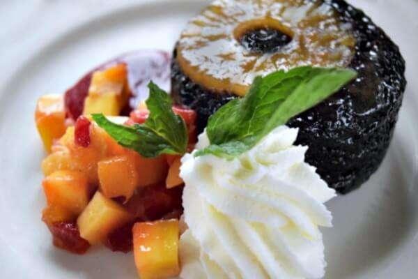 Molten Lava Pineapple Upside Down Cake OMG #Vivalatrita #ad