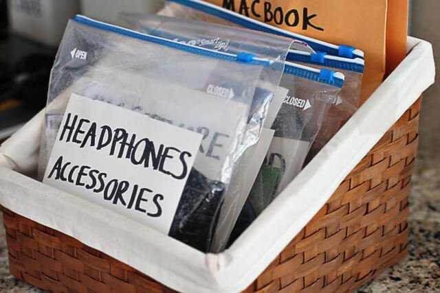 Organize cords for electronics, cameras and so much more with these 15+ unique ways to use Ziploc bags