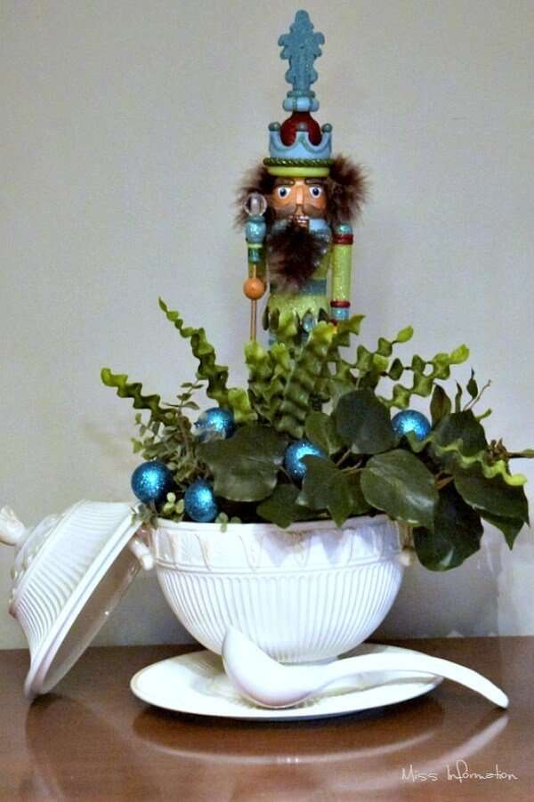 decorative holiday centerpiece idea