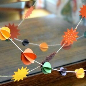 I love this cute paper ball garland it's great for any holiday and you can make it with a Cricut machine or craft punches - There's a video of how it's made!