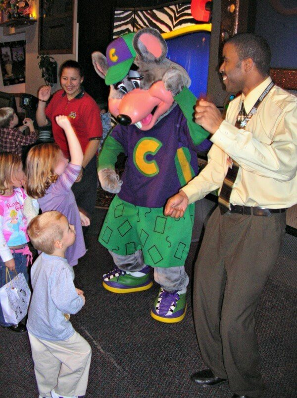 chuck-e-cheese-easy-birthday-party-ideas-5