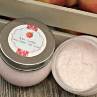 This apple shea butter salt scrub is the perfect thing for teacher appreciation or anytime! It's a great teacher gift idea!