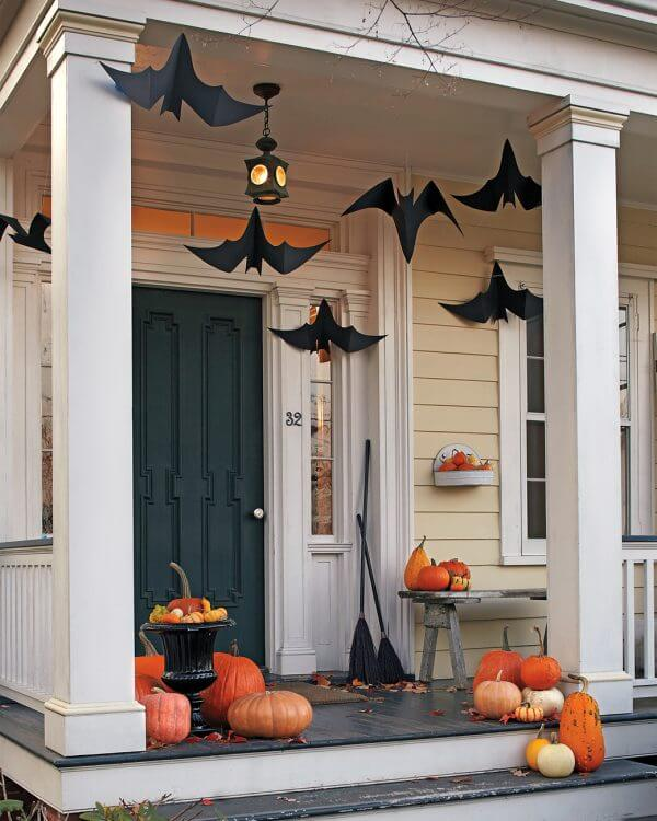 Black and White Halloween Decorations will make your party stand out from all the rest with these great ideas!